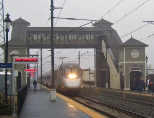 Acela_passing_through_Kingston_Station,_RI