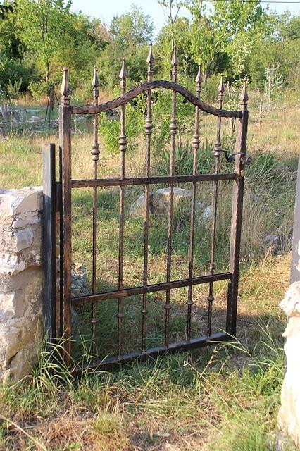 gate-1215042_640